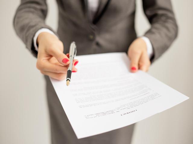 Над 20 000 сключени трудови договори след приключване на стажантски програми у нас