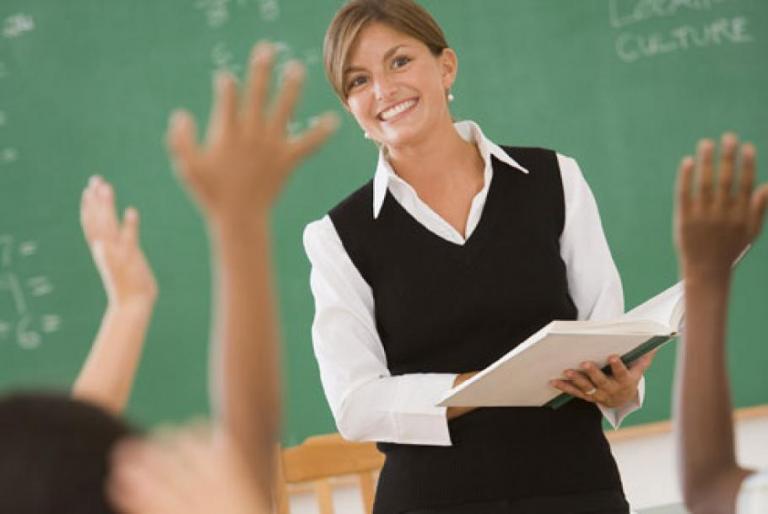 Заплатата на учителите по математика може да достигне минимума от 1600 лева