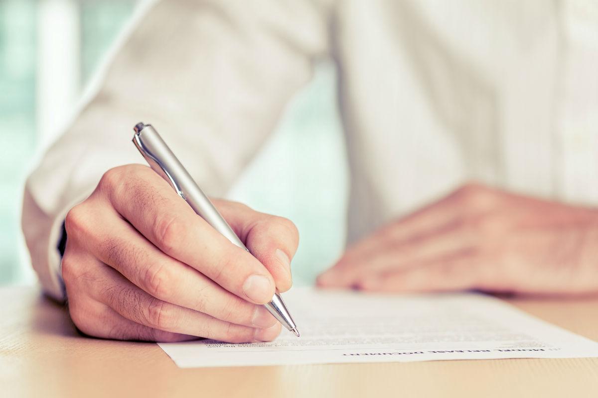 Преназначаване на служител на срочен договор на мястото на напуснал служител с постоянен